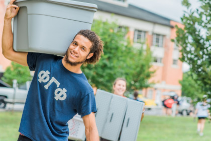 Greek life students assist with move-in day.