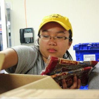 An Emory & Henry student volunteers at a local food pantry.
