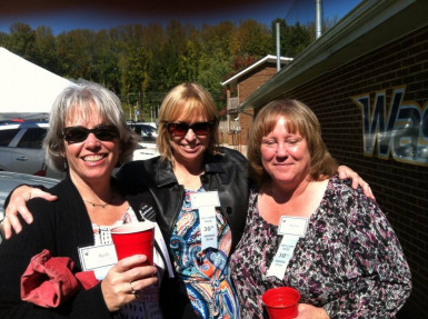 Friends from the Class of '85 enjoying a great E&H Homecoming day.