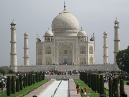 E&H Abroad - Taking in the Taj Mahal