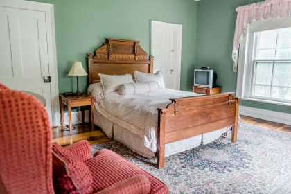 Room 204 features a queen size bed with a shared bath with Room 201.