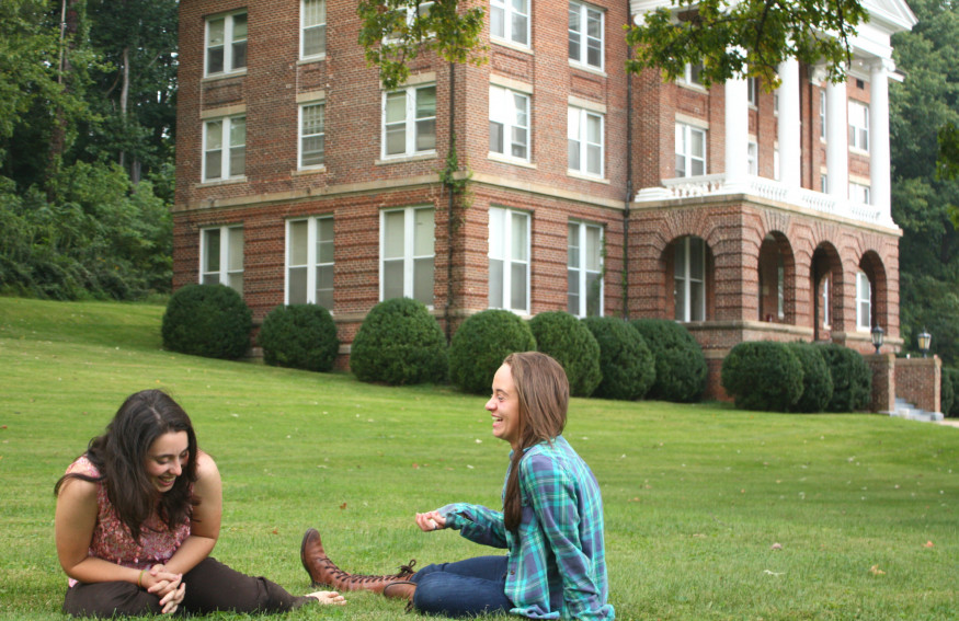 Students on the lawn in front of Weaver Hall.
