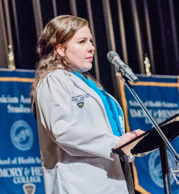 Hanna Stanley addresses the new class at the White Coat ceremony